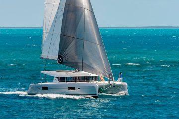 Lagoon Charter järjestää charter purjehduksia ja yritystapahtumia katamaraanipurjeveneellä Helsingin merialueella