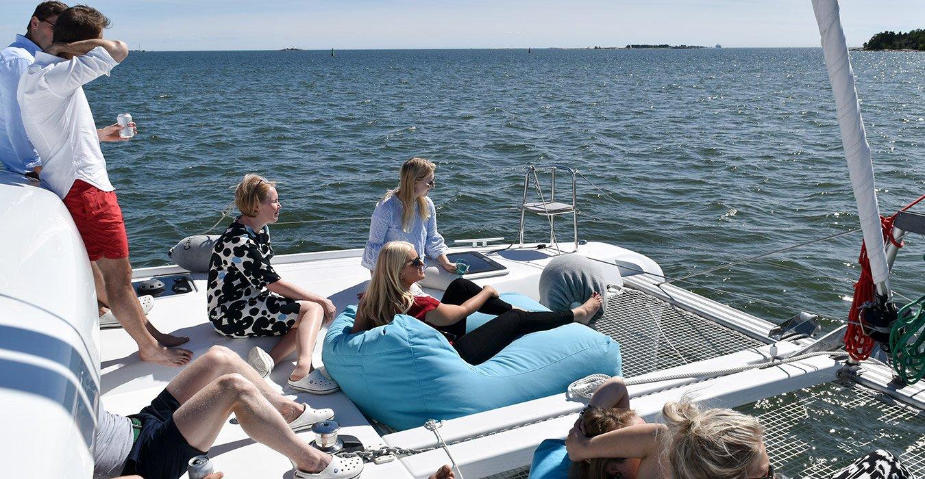 Lagoon Charter kokous yritystapahtuma merellä